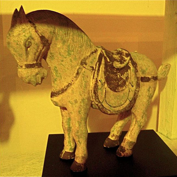 Sculpture cheval polychrome sur socle artisanat Indonesien -26998