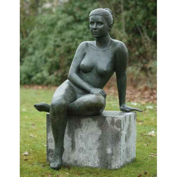Femme nue assise -B1093